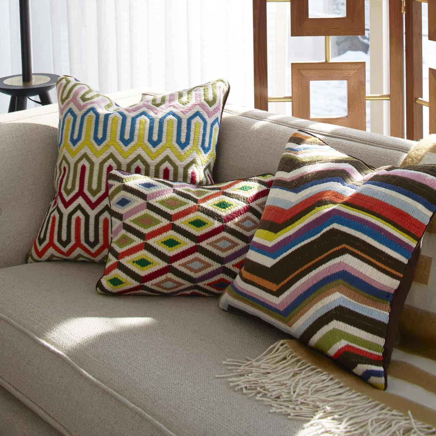 Trundle bed couch throw pillows